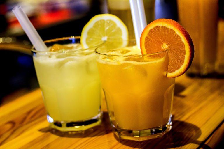 Naturalne 100% soki owocowe NFC z pomarańczy, grejpfrutów, cytryn, mandarynek, owoców granatu i wielu innych
